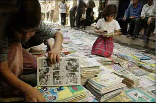 Children buying comics on al-Mutanabbi Street